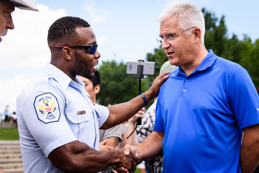 A U.S. Park Police officer defuses a tense argument between a man and a number of alt-right rally participants.