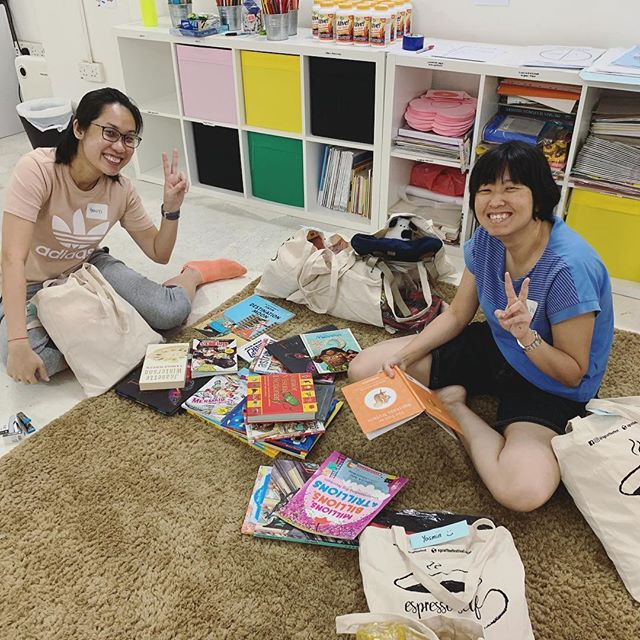 We so love our #worldchangeagents!  And we love these ✌🏻: 🌟@yanyi18 and 🌟@neo_mingwei who thoughtfully and lovingly set up our room and packed some amazing gift bags! 💓😍⠀ ⠀ Often times you may see the result of the work we do but we want to show more #behindthescenes 💪 of what we are honoured to do each week! ⠀ ⠀ Interested to volunteer or learn more about our work? Join our #BeyondAwesome101 this Saturday and then - as an option - experience the room with our community after! ⠀ ⠀ Sign up using the link in our bio 👀⠀ ⠀ ⠀ ⠀ 👩🏻‍💻www.blessingsinabag.co⠀ ✏️ blessingsinabag@gmail.com⠀ 🐥 www.twitter.com/blessingsinabag⠀