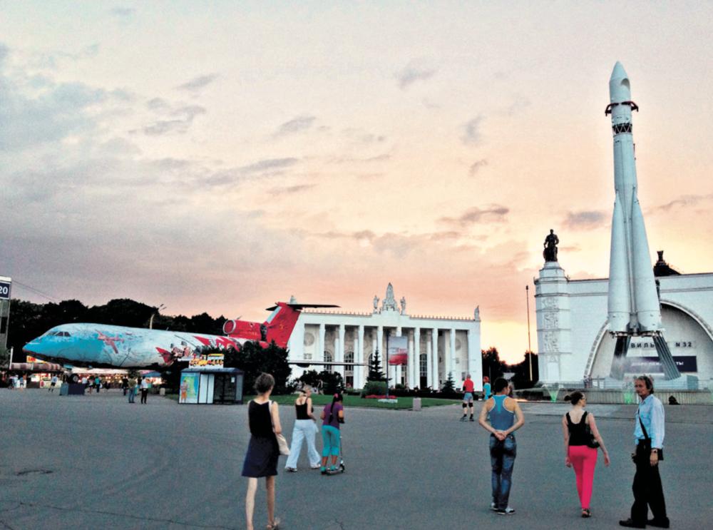 Le parc des expositions juste avant un orage épatant. Moscou, août 2013  © c.lovey