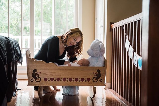 I love adding special family heirlooms into newborn sessions, like this beautiful handcrafted cradle. Being snuggled and rocked in the same way as several family members before him is truly beautiful. ❤️