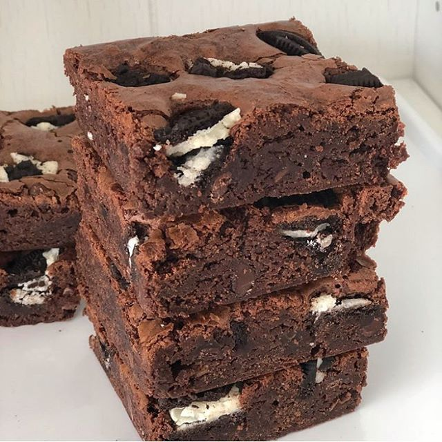 (1/2 of the NEW flavors added to our website!) Brownies stuffed with chunks of Oreos. Yum! Who says Blondies have more fun??