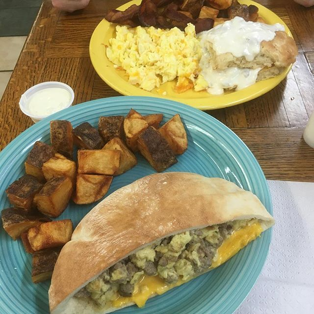A perfect morning for breakfast with us! 🍳🥓😍😋