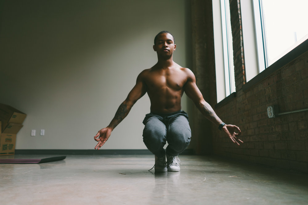 DeAndre Sinette is coming to Columbus, OH by way of the bluespot YOGA community. A social media star + inspiration, we are honored to host him! See the breakdown of his visit below.