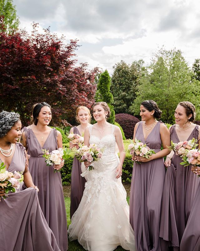 The one sunny day in a week of rain has me all smiles like these lovely ladies! ☀️❤️☀️photo: @cynthiarosephoto