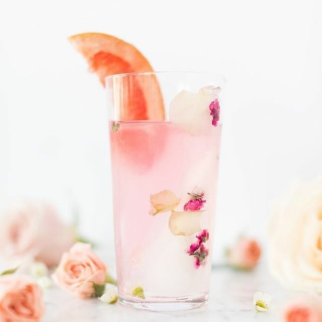 With all the Christmas parties, I'm trying to find fun drink and did ideas. How pretty is this drink by @craftandcocktails ?? Check out this gorgeous feed for more drink ideas. I love seeing what's new there. 😃 . . . . . . . . . . #womeninbusiness #savvybusinessowner #creativeentrepreneur #interiors  #blog #lifestyle #lifestyleblog #fashionblgger #pursuepretty #liveauthentic #thatsdarling #flashesofdelight #theeverygirl  #christmas #holiday #athome #recipeoftheday #foodblogger #theeverygirlholiday #bloggermom  #momblogger #bloggingmom #christmasideas #communityovercompetition #femaleentrepreneur #girlboss #ladyboss  #foodie #flowers