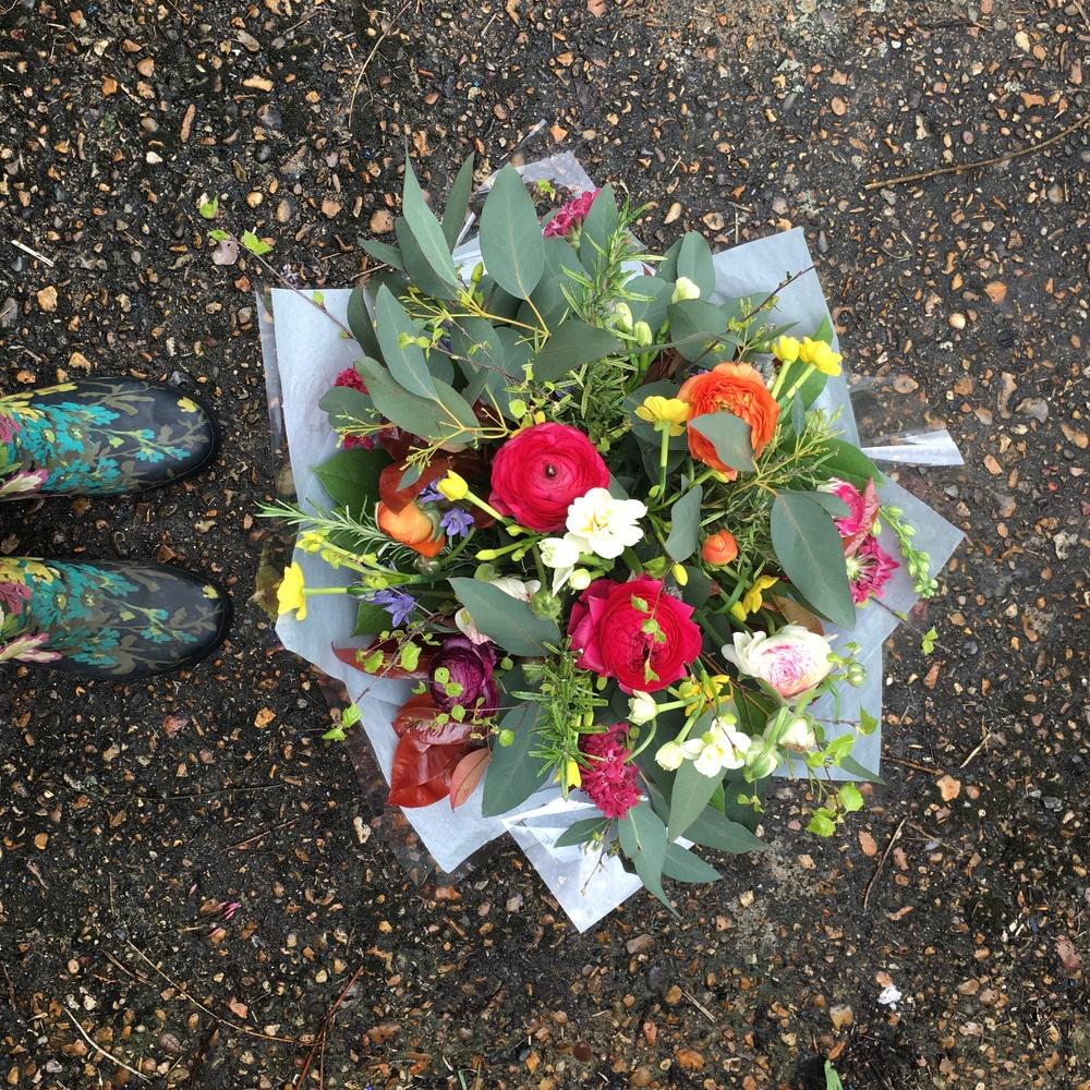 bright classic bouquet bloomologie