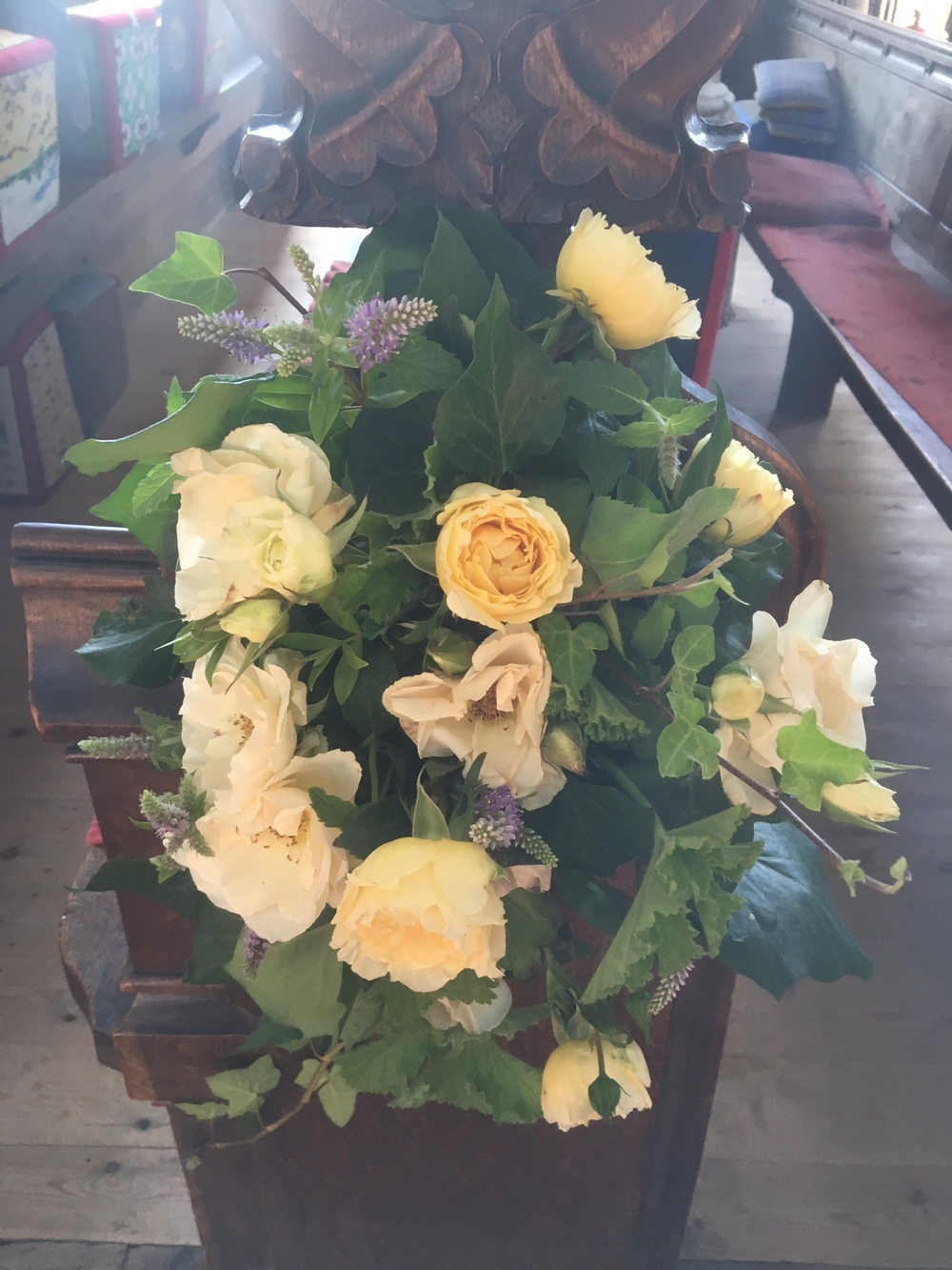 Bloomologie Debenham pew end
