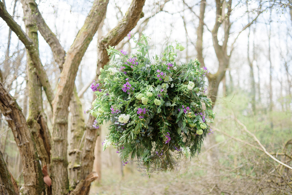 "A green and gorgeous floral ""disco ball"" by Bloomologie (pic. Ria Mishal)"
