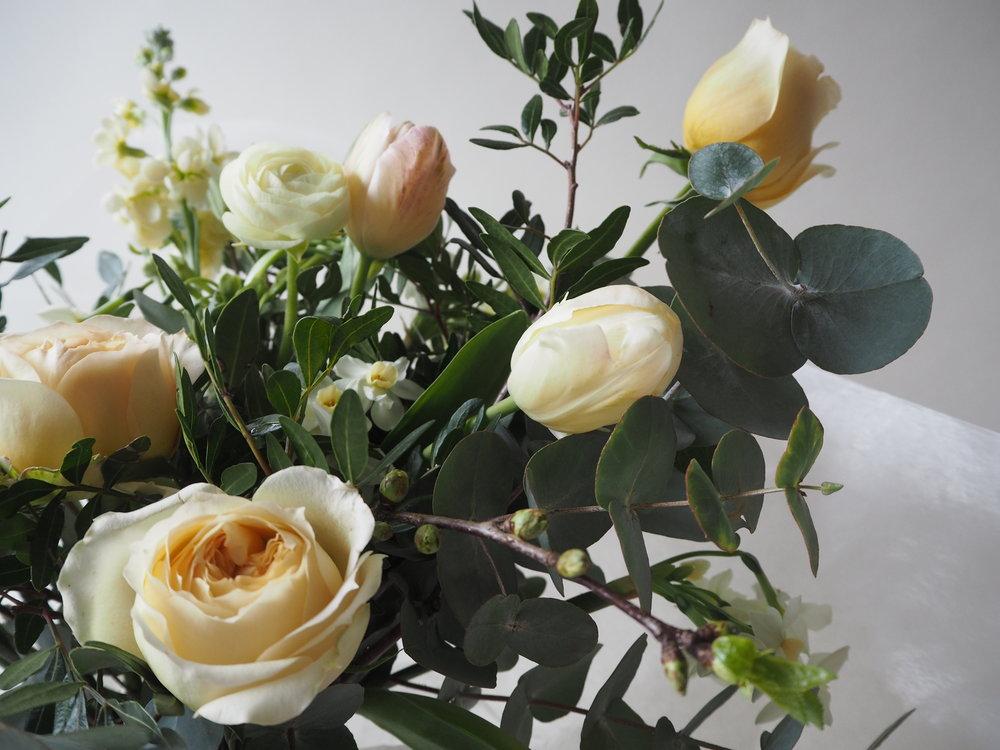 Bloomologie florist blackheath caramel roses