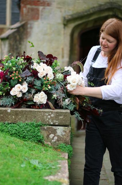 natural funeral flowers London Bloomologie