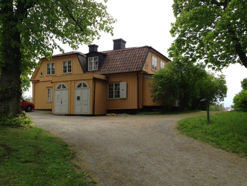 """""""Старый дом"""", в котором летом жил принц. Дом сейчас закрыт для посетителей, но видно, что он полностьюдеревянный, без золотых батонов и мраморных львов. ИСТОЧНИК: 6*"""