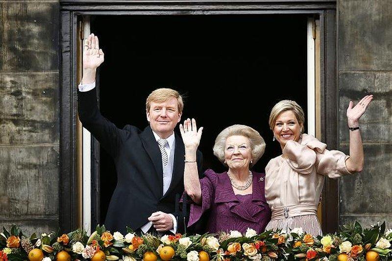 Дама посредине –бывшая королева Беатрикс.Источник:www.thetimes.co.uk