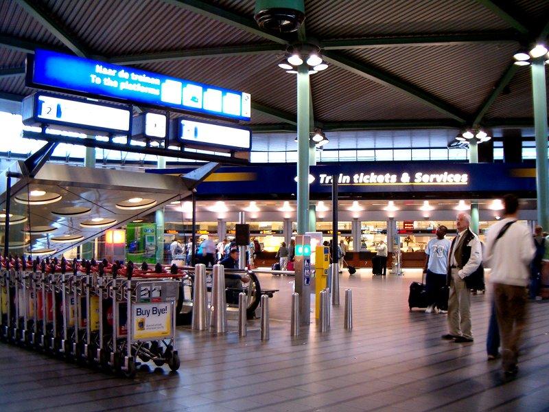 Выход на перроны сзалов аэропорта. Источник: 1*