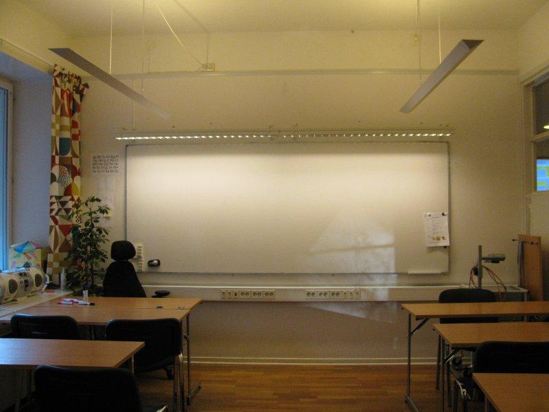 Доска с миллионом розеток, проектор, магнитофон обычно в каждом классе, но иногда за магнитофонамипреподаватели бегают по соседним классам