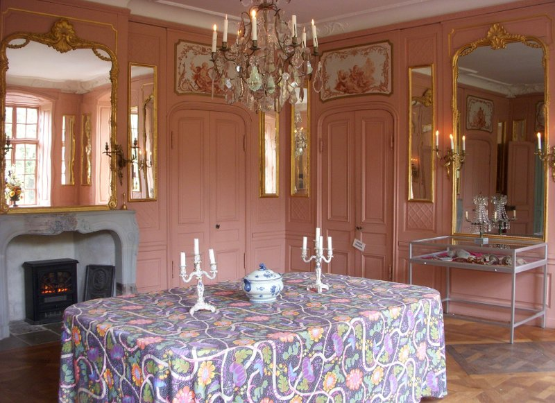 Интерьер комнаты длятайных совещаний. Источник: 3*