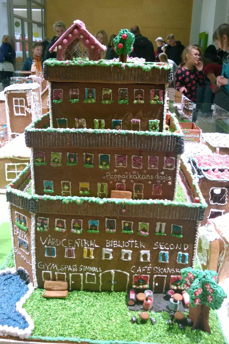 А такой домик выставлялся и в следующем году, смотри обновления за 2015 год!