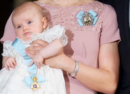 Принцесса Эстель еще не осознала, какая честь ей оказана: дочь наследницы престола с орденом на голубой ленточке. Источник:www.svenskdam.se