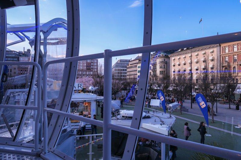 City Skyliner – вид изнутри, только зашли внутрь платформы