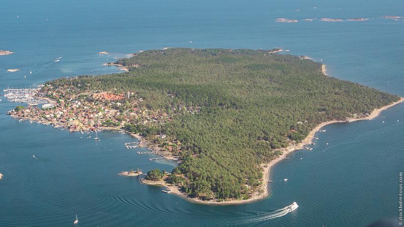 9_Sandhamn from helicopter_Stockholms archipelago_Stockholm helicopter tour_Стокгольм с вертолёта_Стокгольм с высоты птичьего полёта_Stockolm Mania_гид по Стокгольму.jpg