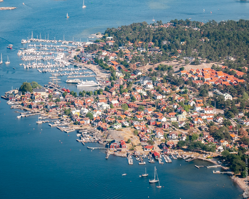 10_Sandhamn from helicopter_Stockholms archipelago_Stockholm helicopter tour_Стокгольм с вертолёта_Стокгольм с высоты птичьего полёта_Stockolm Mania_гид по Стокгольму.jpg
