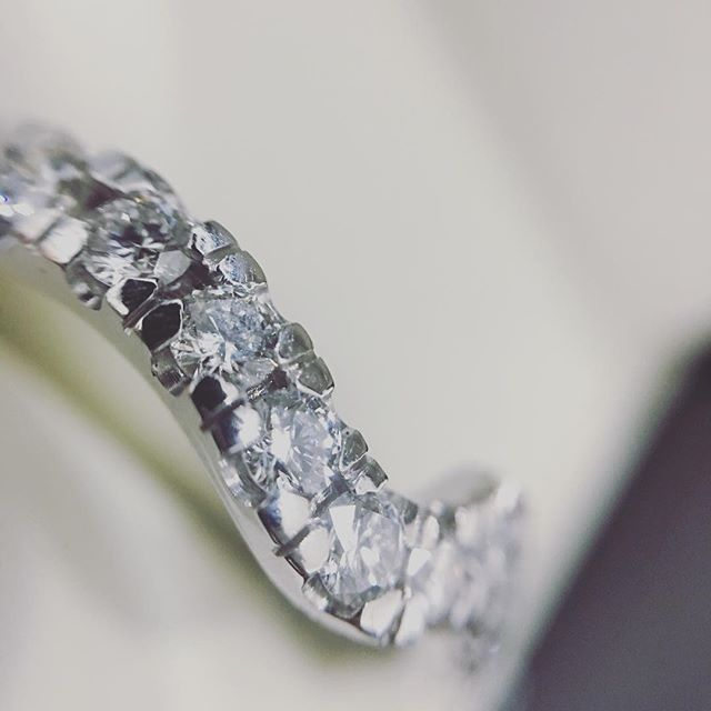 Bespoke shaped wedding ring to contour our customer's engagement ring to perfection😊