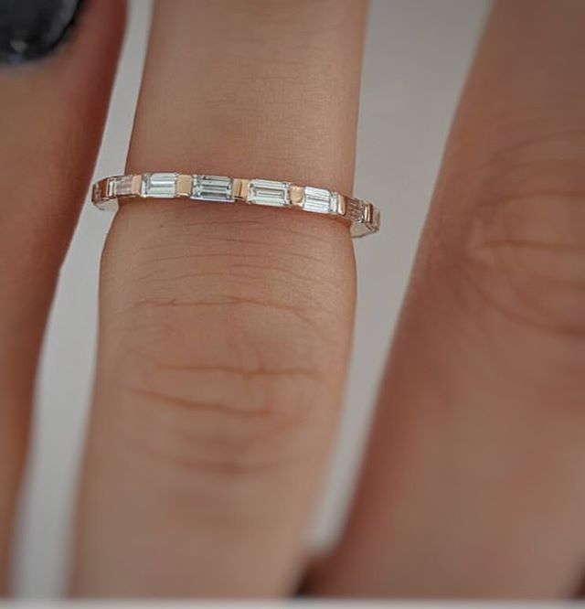 😍Fine baguette eternity ring in yellow gold