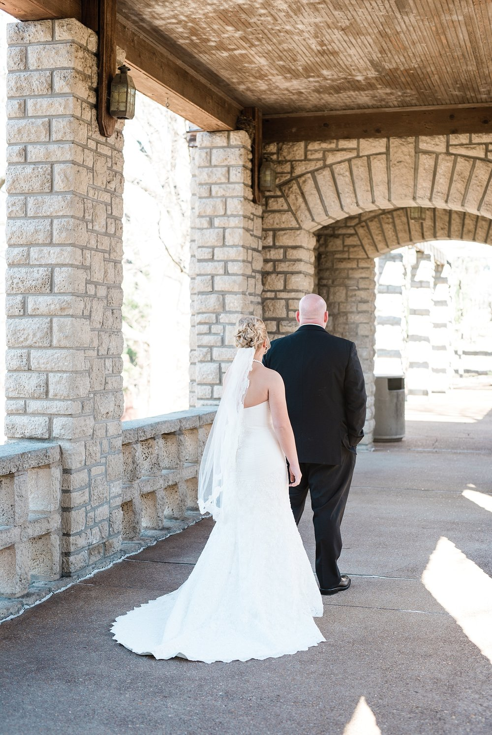 Light and Airy Spring Wedding Downtown Jefferson City Missouri State Capitol Millbottom_0006.jpg
