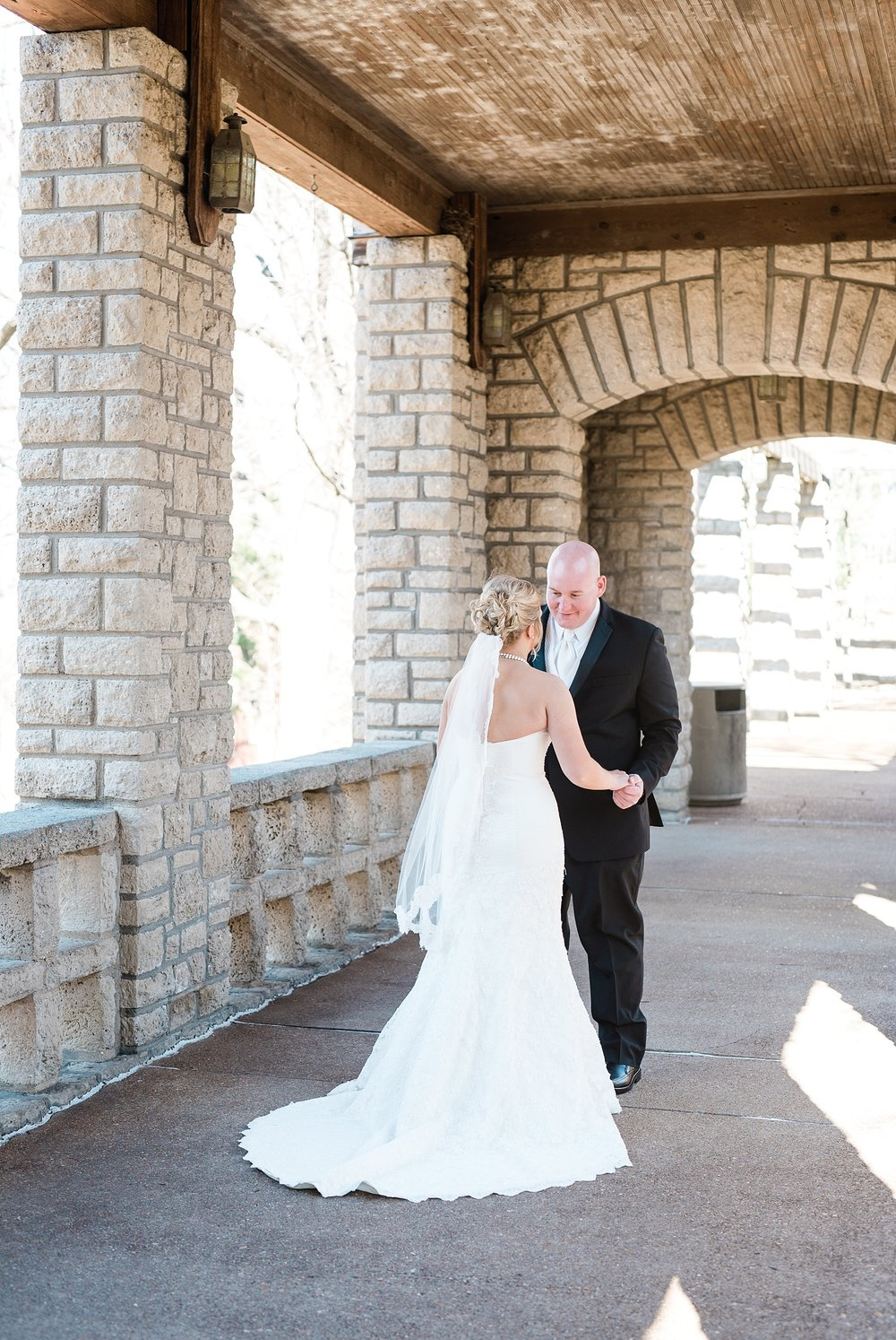 Light and Airy Spring Wedding Downtown Jefferson City Missouri State Capitol Millbottom_0008.jpg