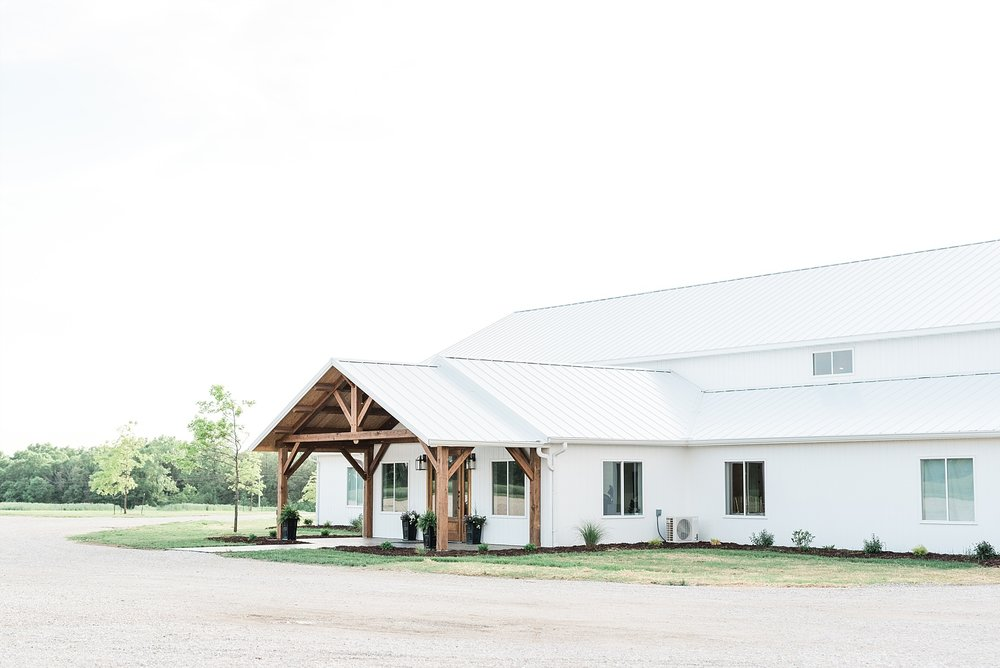 Textural Organic Wedding in All White Venue by Kelsi Kliethermes Wedding Photographer - Missouri, Midwest, and Destinations_0003.jpg