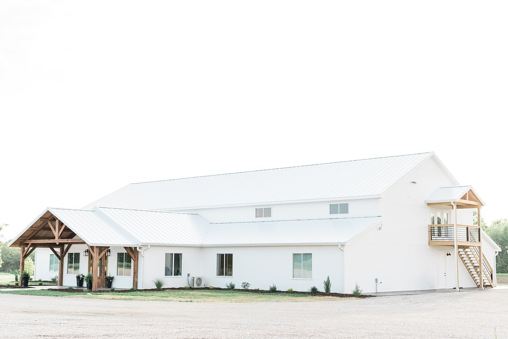 Textural Organic Wedding in All White Venue by Kelsi Kliethermes Wedding Photographer - Missouri, Midwest, and Destinations_0004.jpg