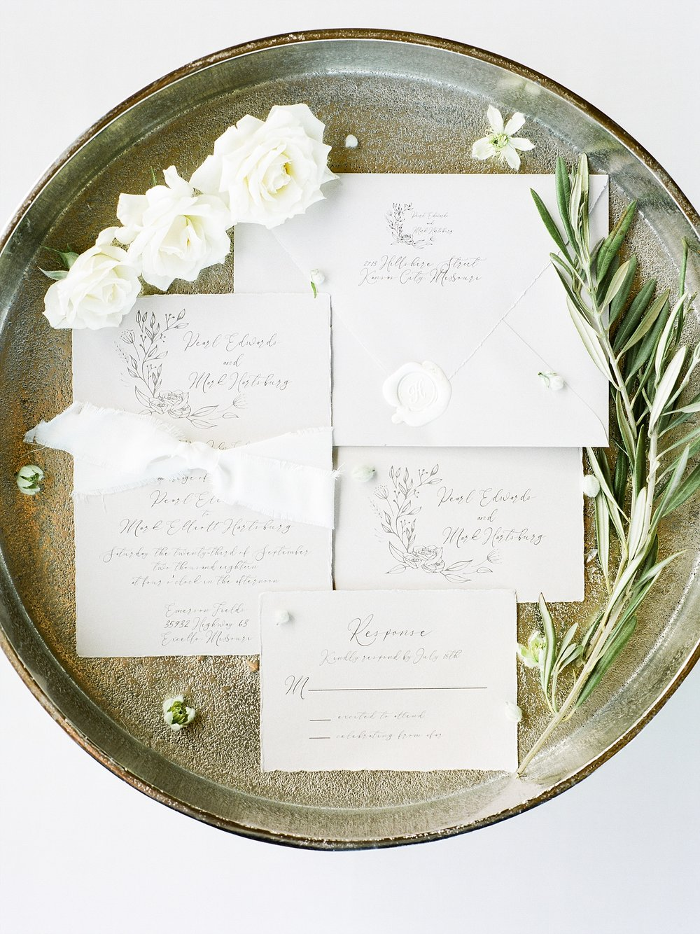 Textural Organic Wedding in All White Venue by Kelsi Kliethermes Wedding Photographer - Missouri, Midwest, and Destinations_0005.jpg