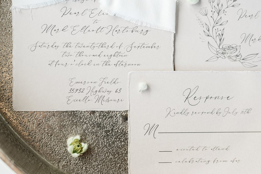 Textural Organic Wedding in All White Venue by Kelsi Kliethermes Wedding Photographer - Missouri, Midwest, and Destinations_0008.jpg