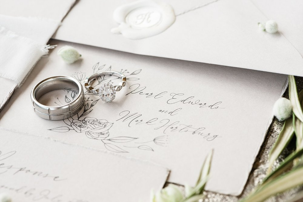 Textural Organic Wedding in All White Venue by Kelsi Kliethermes Wedding Photographer - Missouri, Midwest, and Destinations_0010.jpg