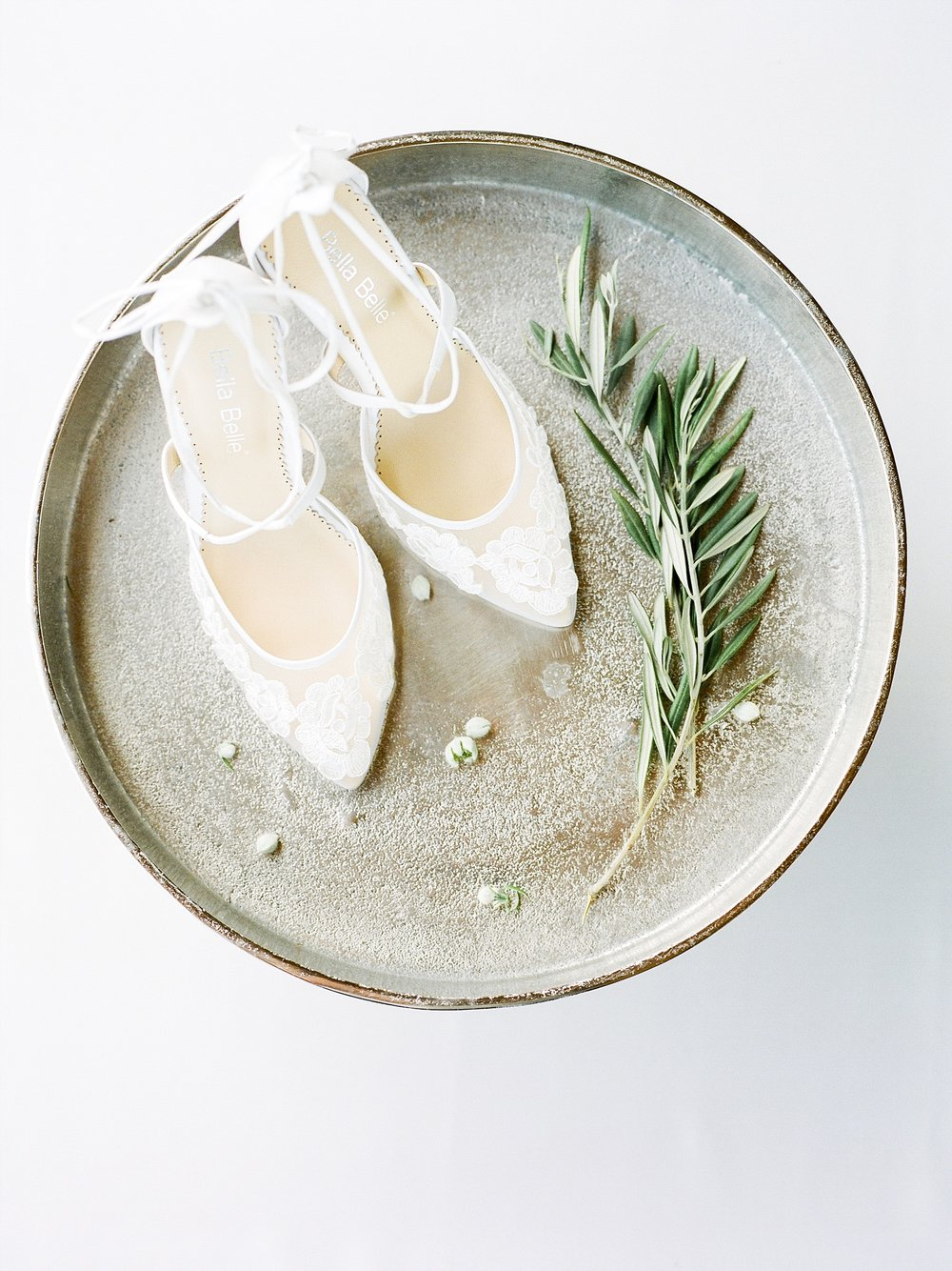 Textural Organic Wedding in All White Venue by Kelsi Kliethermes Wedding Photographer - Missouri, Midwest, and Destinations_0017.jpg