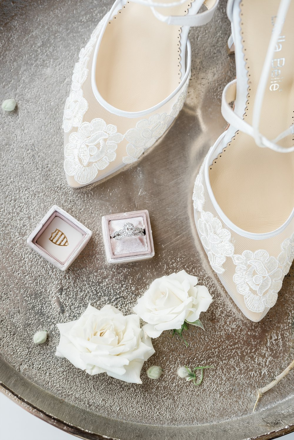 Textural Organic Wedding in All White Venue by Kelsi Kliethermes Wedding Photographer - Missouri, Midwest, and Destinations_0020.jpg