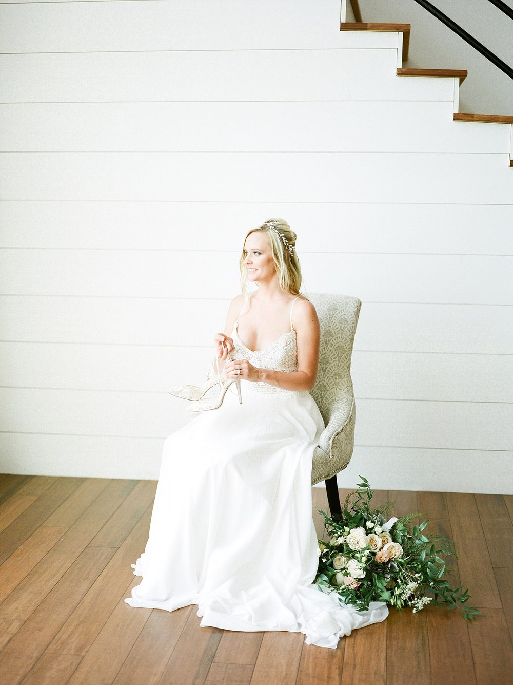 Textural Organic Wedding in All White Venue by Kelsi Kliethermes Wedding Photographer - Missouri, Midwest, and Destinations_0023.jpg