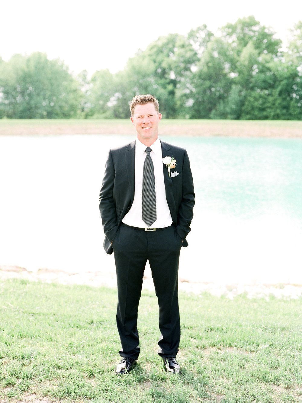 Textural Organic Wedding in All White Venue by Kelsi Kliethermes Wedding Photographer - Missouri, Midwest, and Destinations_0040.jpg