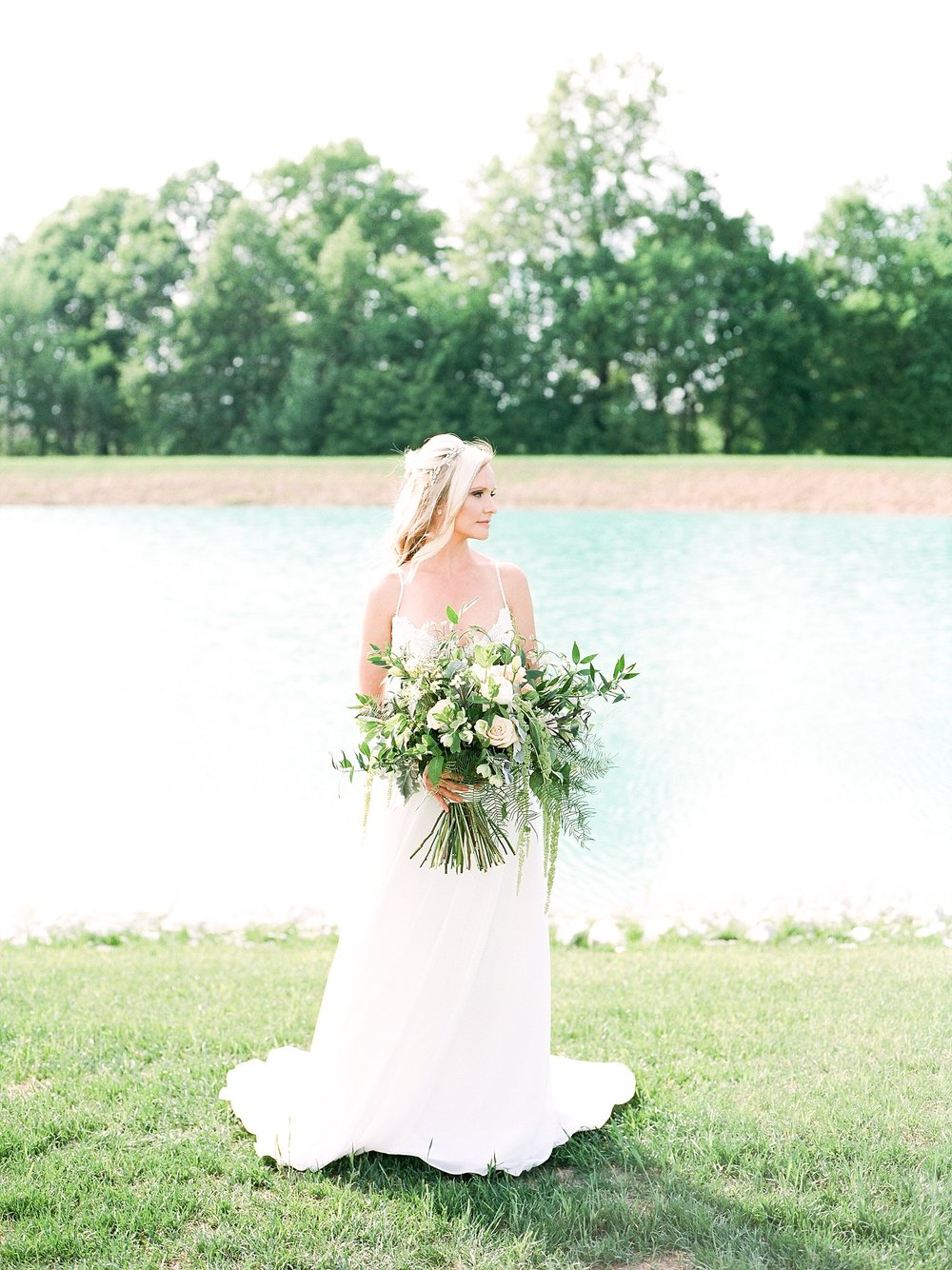 Textural Organic Wedding in All White Venue by Kelsi Kliethermes Wedding Photographer - Missouri, Midwest, and Destinations_0044.jpg