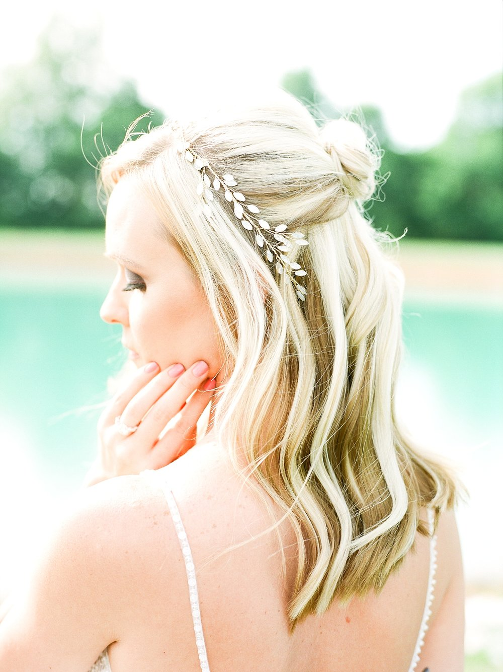 Textural Organic Wedding in All White Venue by Kelsi Kliethermes Wedding Photographer - Missouri, Midwest, and Destinations_0050.jpg