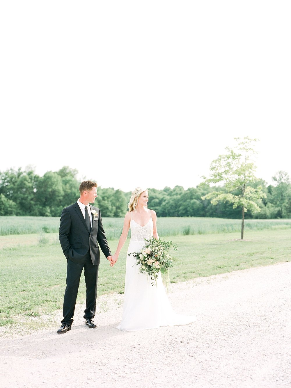 Textural Organic Wedding in All White Venue by Kelsi Kliethermes Wedding Photographer - Missouri, Midwest, and Destinations_0060.jpg