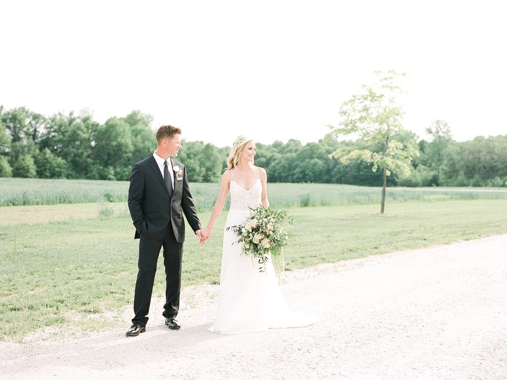 Textural Organic Wedding in All White Venue by Kelsi Kliethermes Wedding Photographer - Missouri, Midwest, and Destinations_0061.jpg