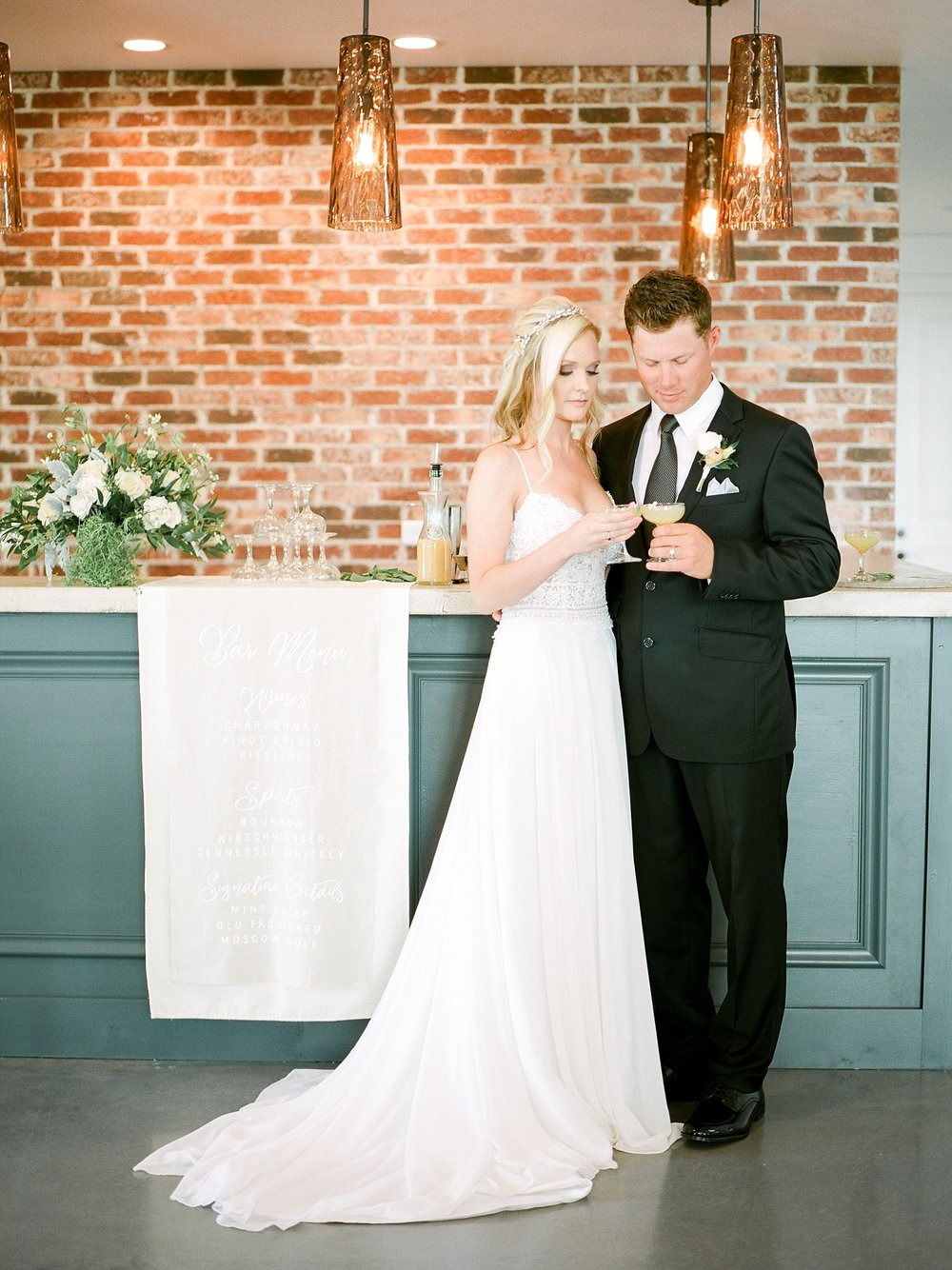 Textural Organic Wedding in All White Venue by Kelsi Kliethermes Wedding Photographer - Missouri, Midwest, and Destinations_0114.jpg