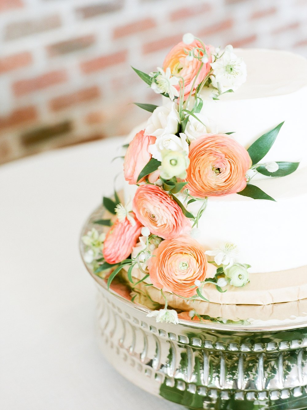 Textural Organic Wedding in All White Venue by Kelsi Kliethermes Wedding Photographer - Missouri, Midwest, and Destinations_0119.jpg