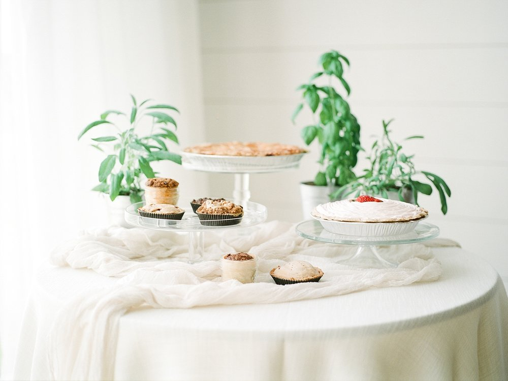Textural Organic Wedding in All White Venue by Kelsi Kliethermes Wedding Photographer - Missouri, Midwest, and Destinations_0124.jpg