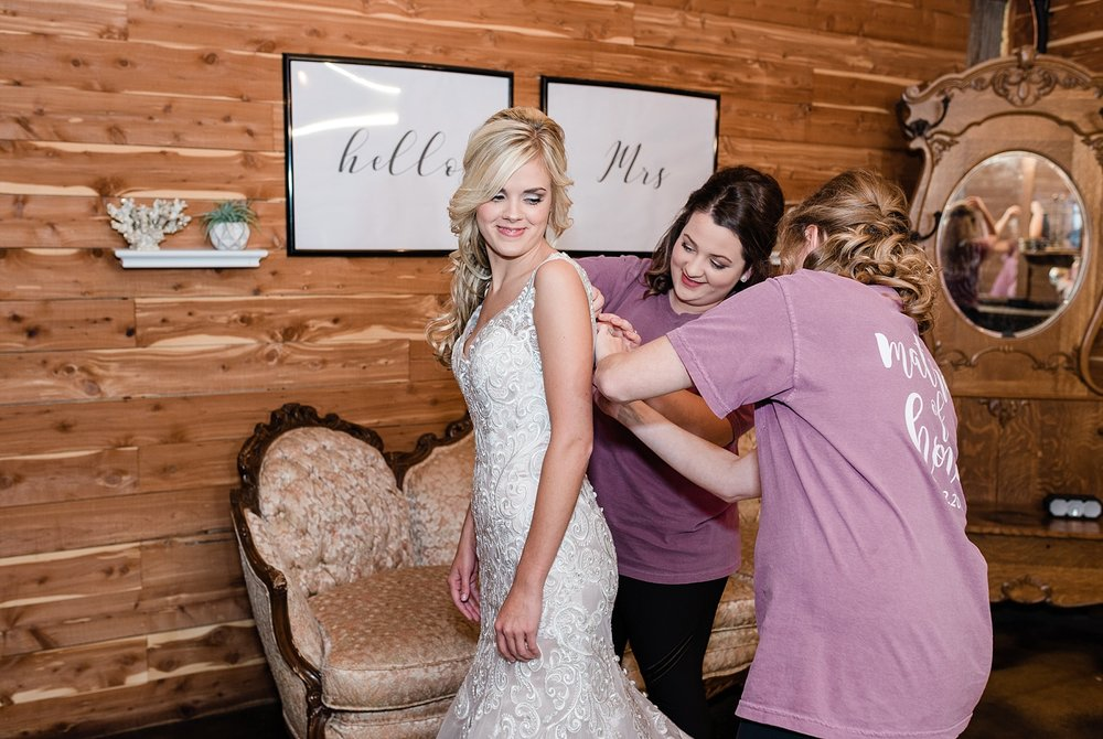 Lakeside Wedding in Fall at Mighty Oak Lodge by Misouri Wedding Photographer Kelsi Kliethermes Photography_0008.jpg