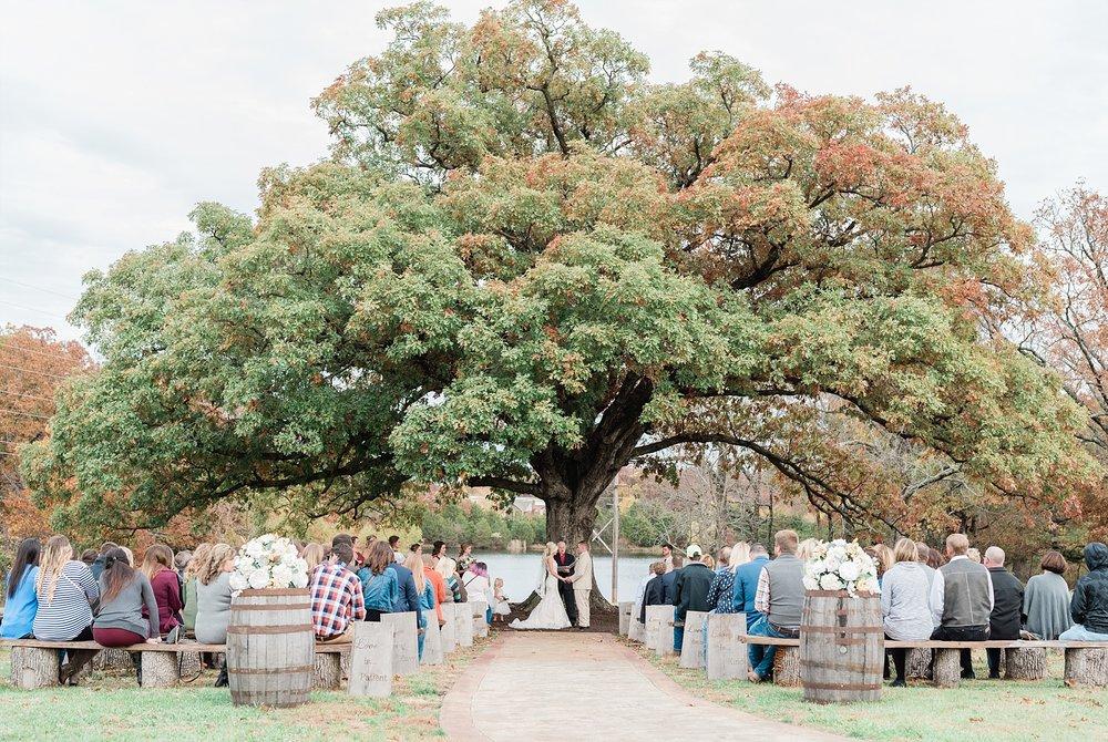 Lakeside Wedding in Fall at Mighty Oak Lodge by Misouri Wedding Photographer Kelsi Kliethermes Photography_0018.jpg