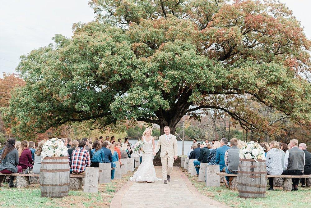 Lakeside Wedding in Fall at Mighty Oak Lodge by Misouri Wedding Photographer Kelsi Kliethermes Photography_0019.jpg