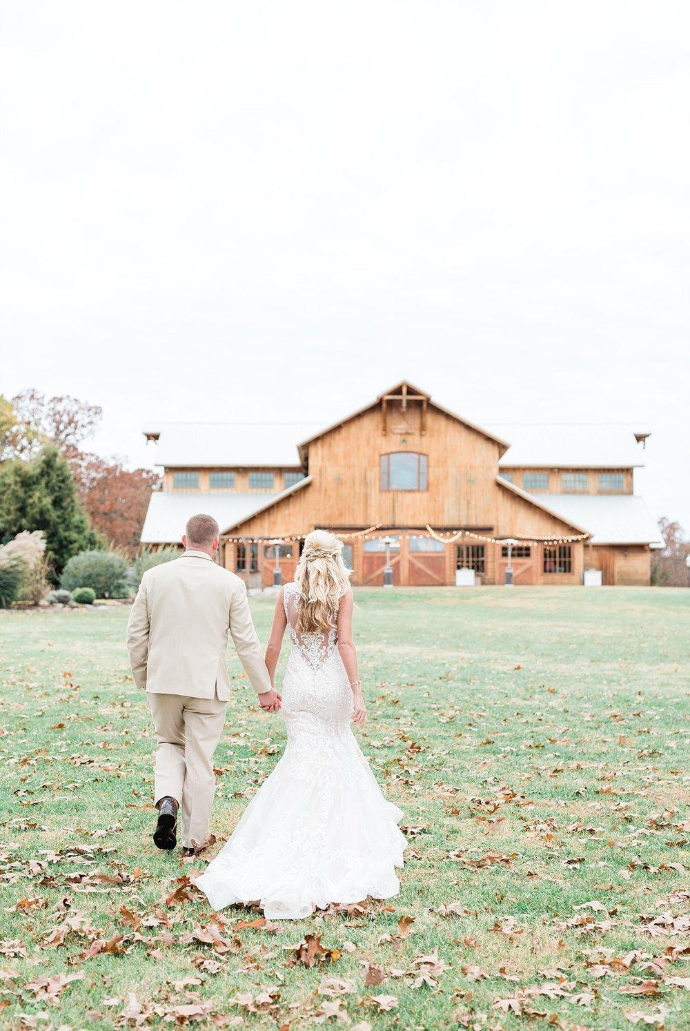 Lakeside Wedding in Fall at Mighty Oak Lodge by Misouri Wedding Photographer Kelsi Kliethermes Photography_0037.jpg