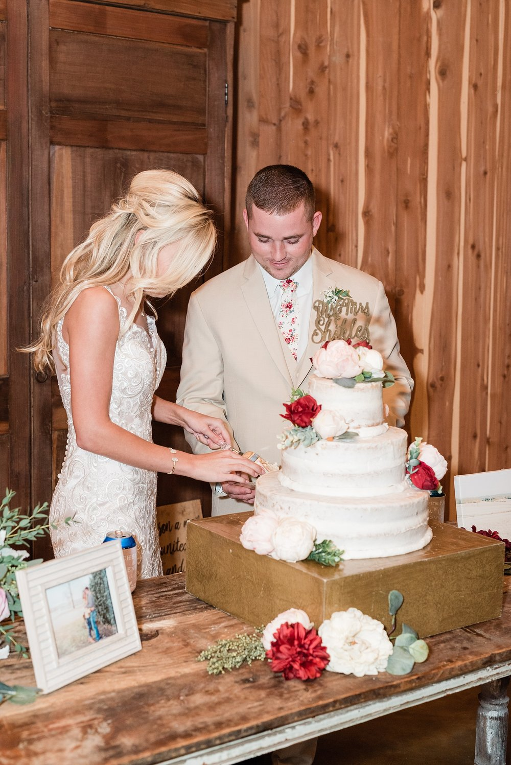 Lakeside Wedding in Fall at Mighty Oak Lodge by Misouri Wedding Photographer Kelsi Kliethermes Photography_0045.jpg