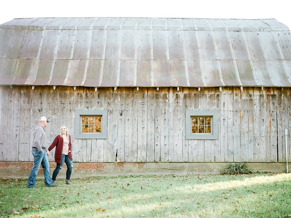 Perfect Sunset Engagement Session in Fall by Kelsi Kliethermes Photography Kansas City Missouri Wedding Photographer_0006.jpg